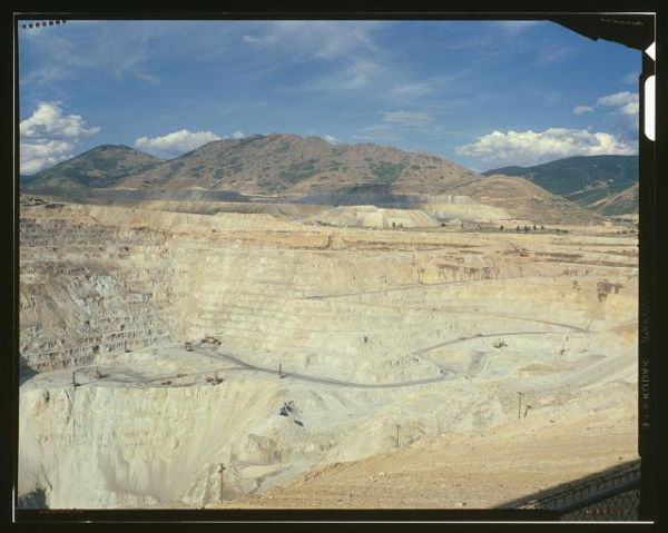 Berkeley Pit in operation, 1980